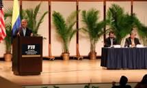 En diálogo con colombianos en Miami, el Canciller Holmes Trujillo resaltó el fortalecimiento del programa 'Más y Mejores Servicios'.jpg