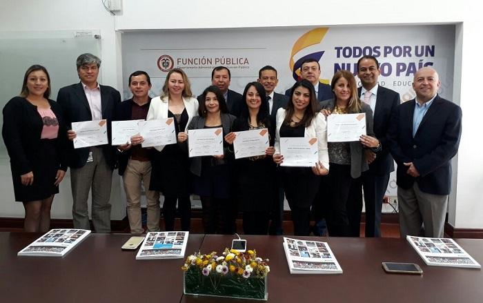 Servimos y Universidad Internacional de la Rioja entregan diez nuevas becas de maestría a servidores públicos